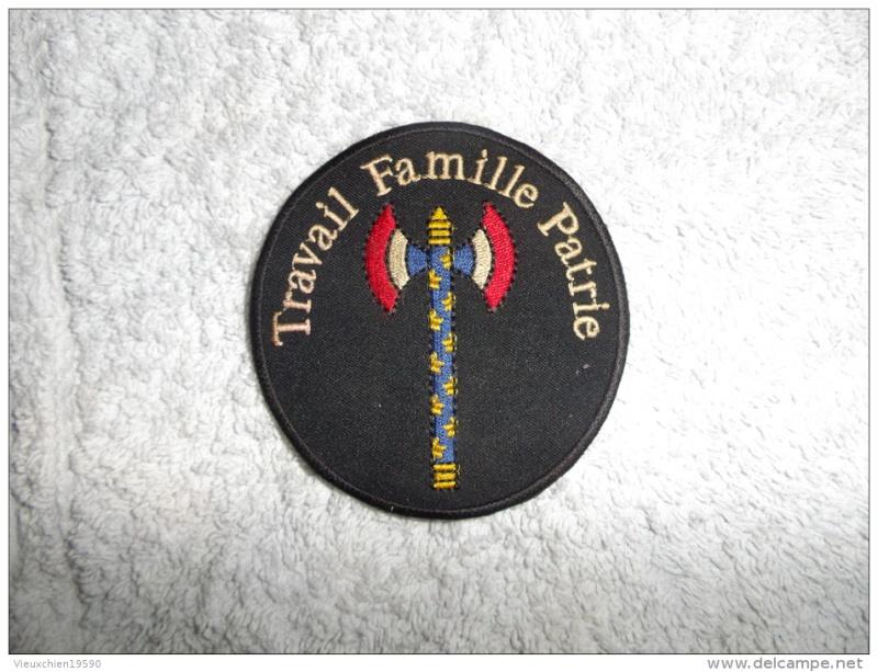 Insigne Travail Famille Patrie de Vichy 588_0010