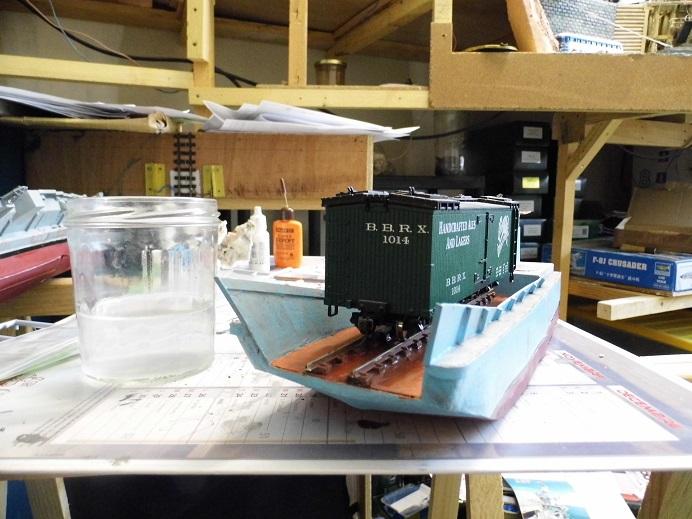 Après le train-auto, le train-bateau scratchbuilding 1/48 00111