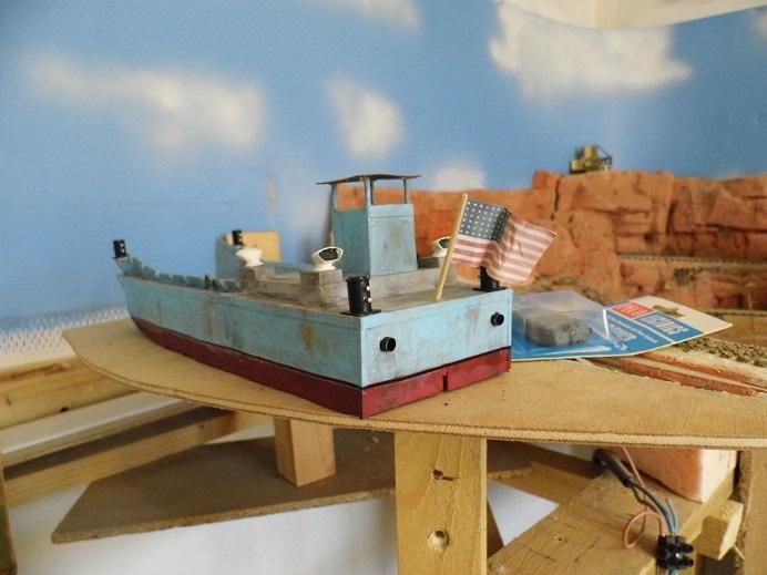 Après le train-auto, le train-bateau scratchbuilding 1/48 00414