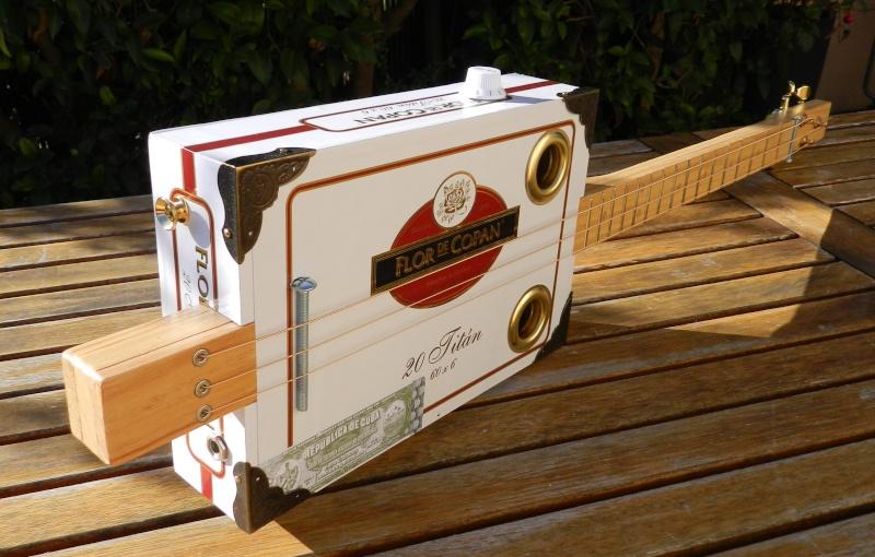 Présentez-nous vos Cigar Box Guitare Flor210