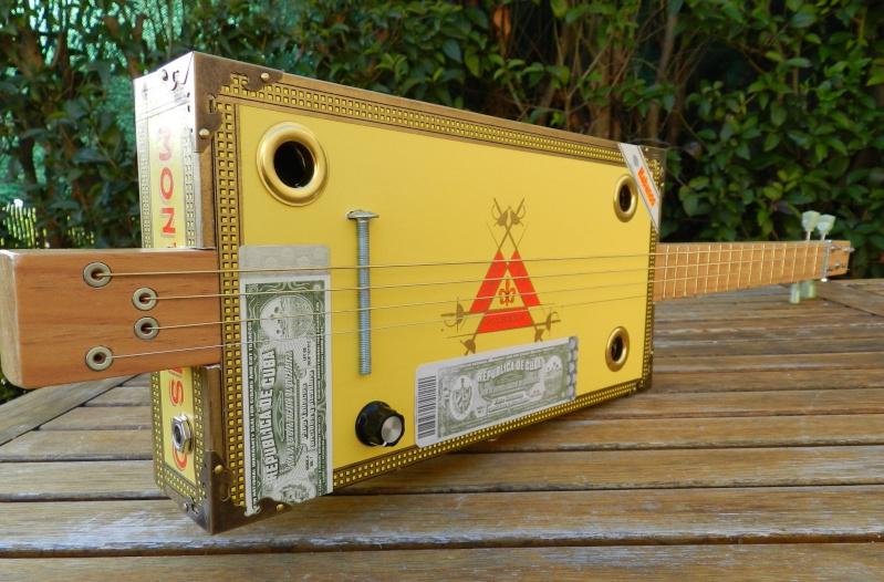 Présentez-nous vos Cigar Box Guitare Monte310