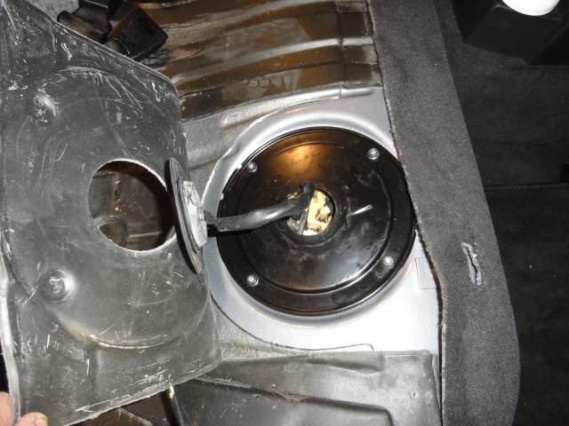[ bmw 330 d E46 M57 an 2003 ]changement pompe de gavage Dsc02412