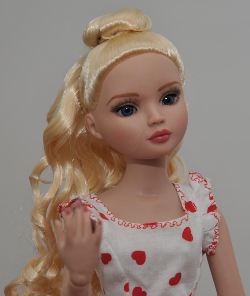 Ellowine blonde aux yeux bleus Amelie11