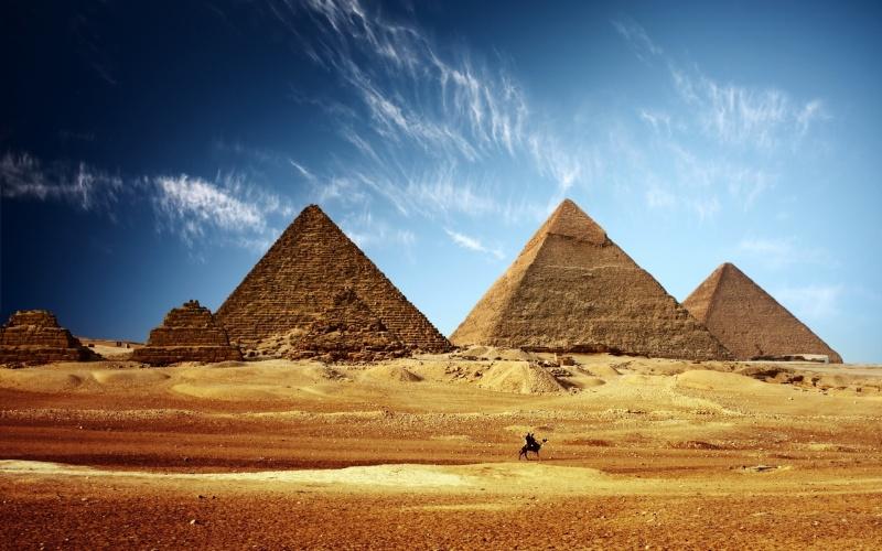 [Jeu] Association d'images - Page 20 Pyrami10