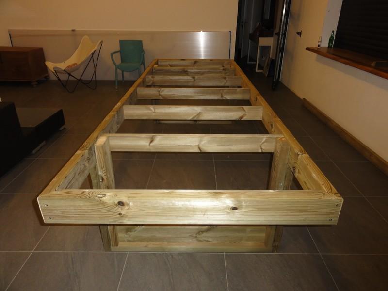 [TERMINE] Fabrication table en bois peint - polycarbonate pour terrasse Dsc00624