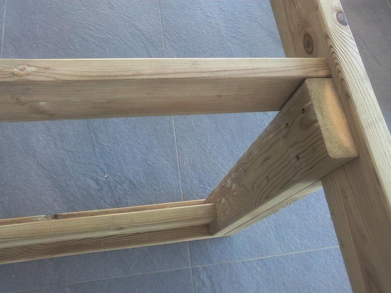[TERMINE] Fabrication table en bois peint - polycarbonate pour terrasse Img_2013