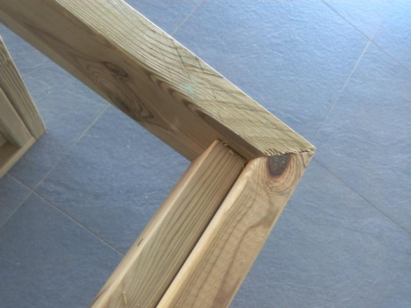 [TERMINE] Fabrication table en bois peint - polycarbonate pour terrasse Img_2014
