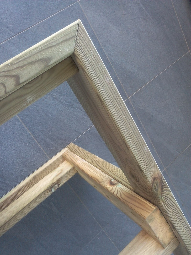 [TERMINE] Fabrication table en bois peint - polycarbonate pour terrasse Img_2016