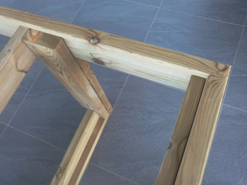 [TERMINE] Fabrication table en bois peint - polycarbonate pour terrasse Img_2017