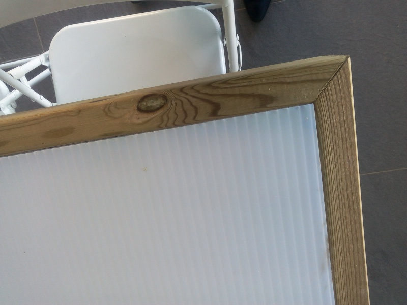 [TERMINE] Fabrication table en bois peint - polycarbonate pour terrasse Img_2023