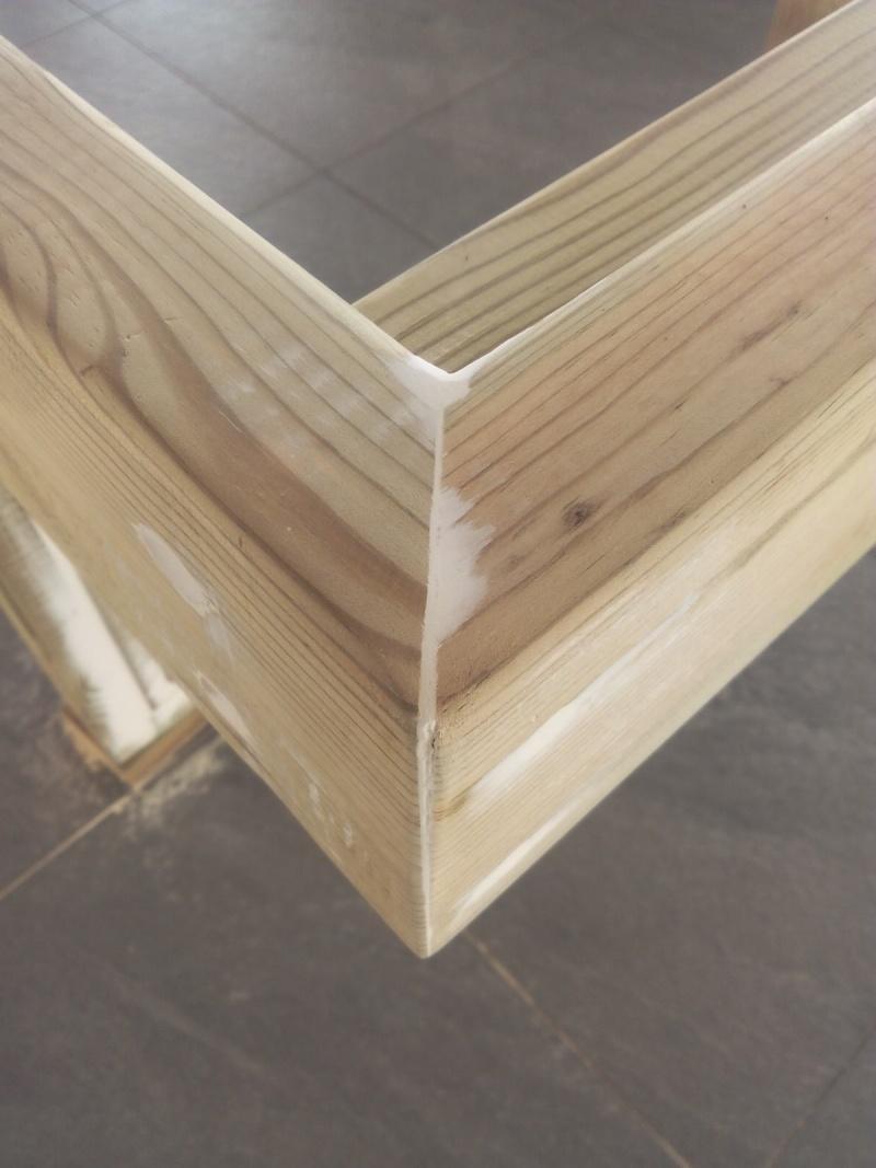 [TERMINE] Fabrication table en bois peint - polycarbonate pour terrasse Img_2032