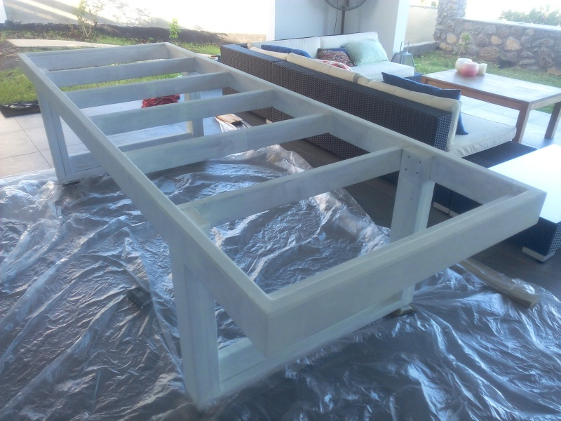 [TERMINE] Fabrication table en bois peint - polycarbonate pour terrasse Img_2052