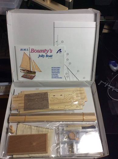 HMS Bounty's jolly boat 1/25ieme de artesania latina Openth12