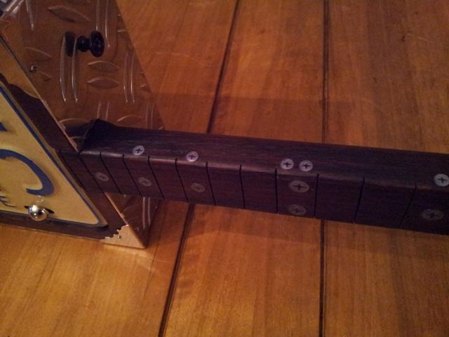 Fabrication « License plate guitar 3 cordes » mode d'emploi 20141146
