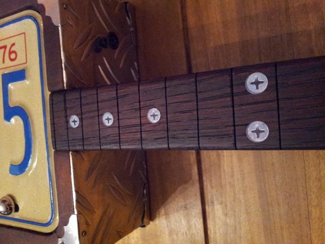 « License plate guitar 3 cordes »  (guitare dérivée des CBG) 20141187