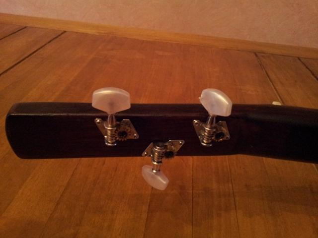 Fabrication « License plate guitar 3 cordes » mode d'emploi 20150212