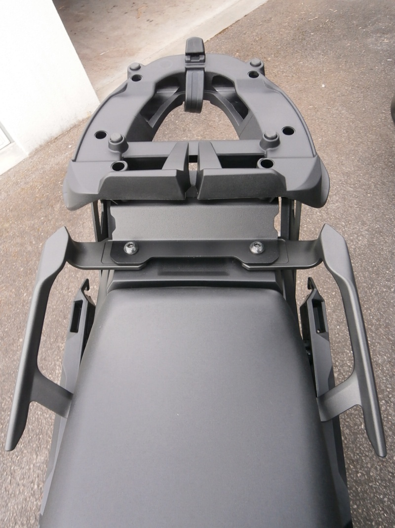 Givi - Supports valises \ top case \ tanklock - Page 2 P3140113