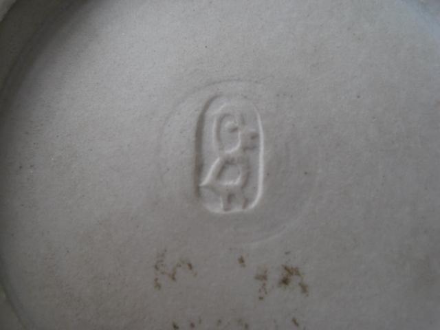 Brown bowl - unknown markings - please help Brownb12