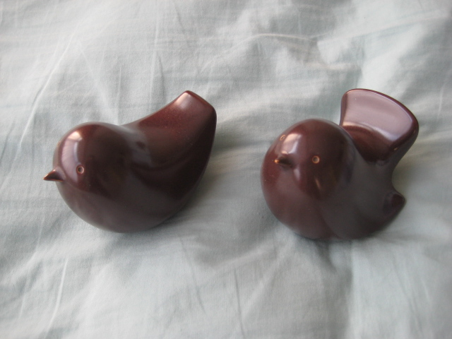 Two small china? ceramic? bird figures - unknown markings - please help Twobir11