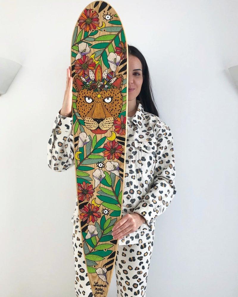 L'artiste contemporaine Leona Rose et ses jungles monochromes et fantastiques. Expo_l10