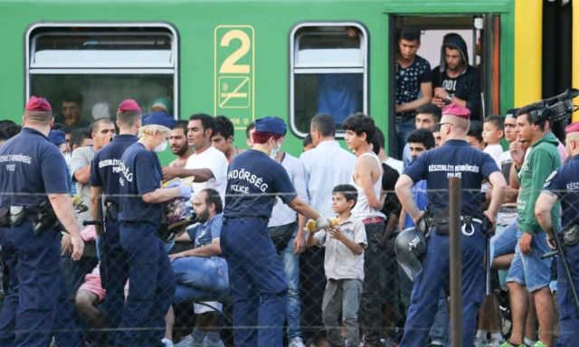 Hungary denying food to asylum seekers, say human rights groups 3af59d10