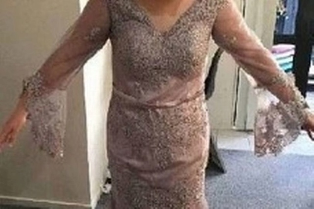 Teen devastated as dream prom dress arrives and looks nothing like she expected 824ab510