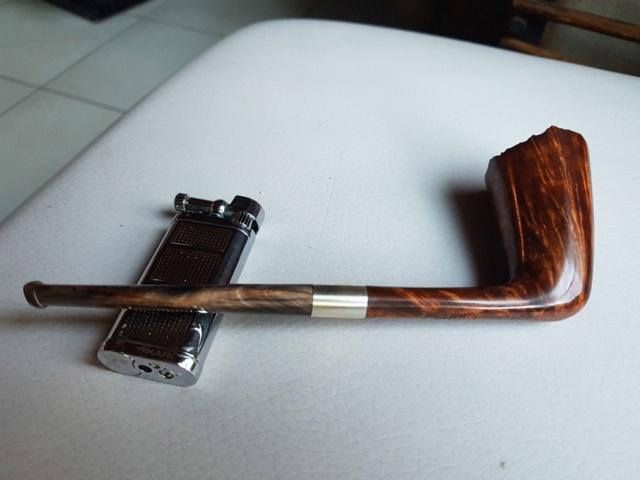 Janvier 7 homme fumant sa pipe alors que je ne pouvais pas.  Pencil52