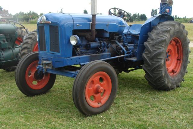 """* """"Les Tracteurs anciens (agricole)"""" - Page 2 Dsc03010"""