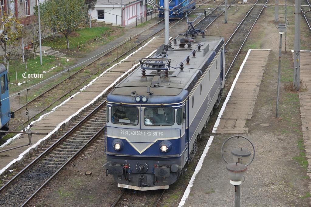 Locomotive clasa 400 - Pagina 7 Dsc_1051