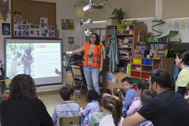 Charla Escola Unitaria de Carrio do CRA de Bergondo 16 mayo _dsc0015