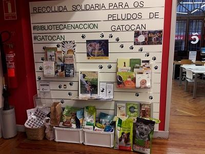 Campaña informativa y recogida de alimentos para los peludos de Gatocan en la Biblioteca Duran Loriga de A Coruña Recogi10