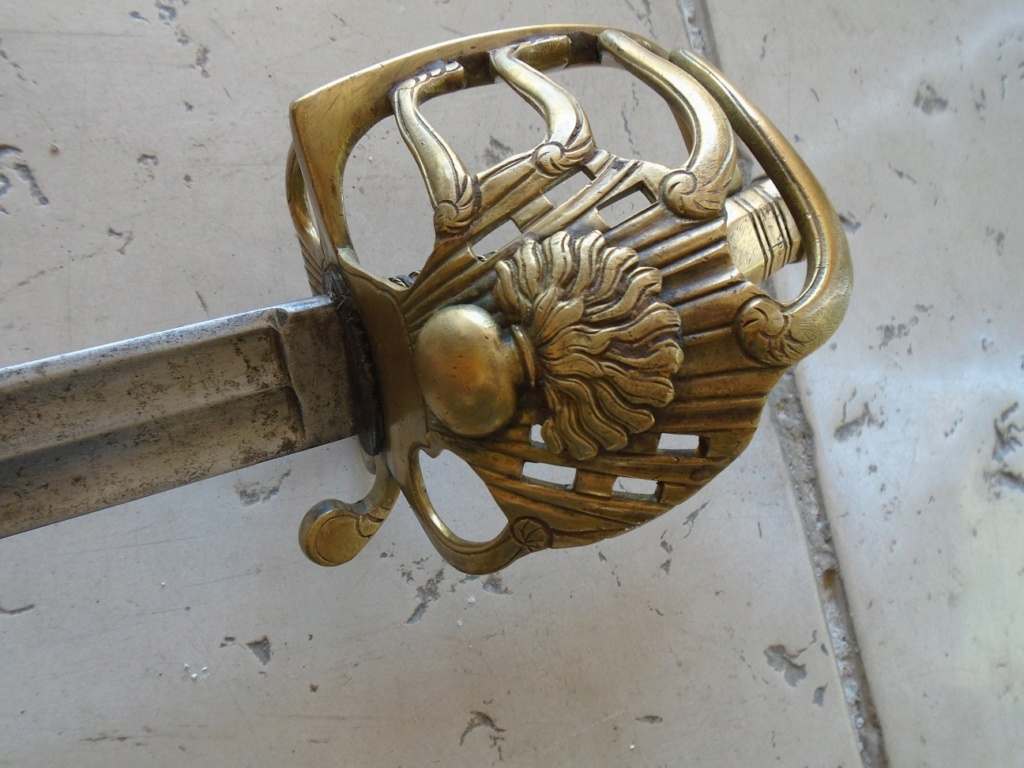 que pensez vous de ce sabre: authentique ou non? 00310