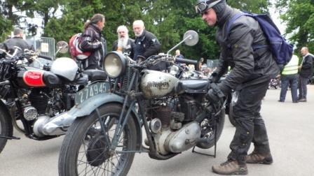 Early riders; oude motoren treffen Rimg0710