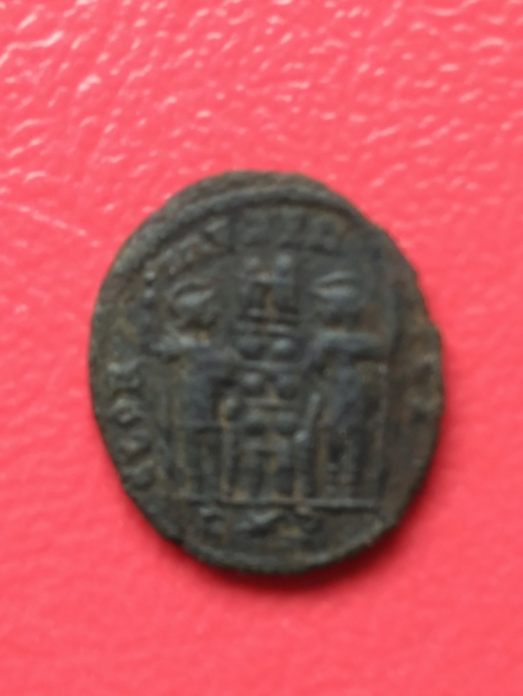 AE3 de Constantino I. GLORIA EXERCITVS. Soldados entre 2 estandartes. Roma Img_2020
