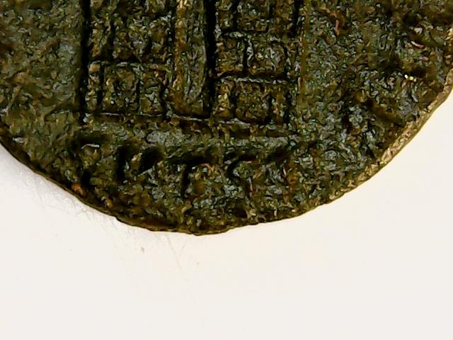 AE3 de Constantino I. PROVIDEN-TIAE AVGG. Puerta de campamento de dos torres. Tesalónica. 2018-054
