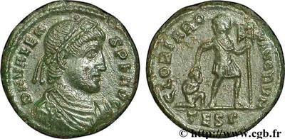 AE3 de Valente. GLORIA RO-MANORVM. Emperador a dcha. arrastrando a cautivo. Tesalónica. 45737_10