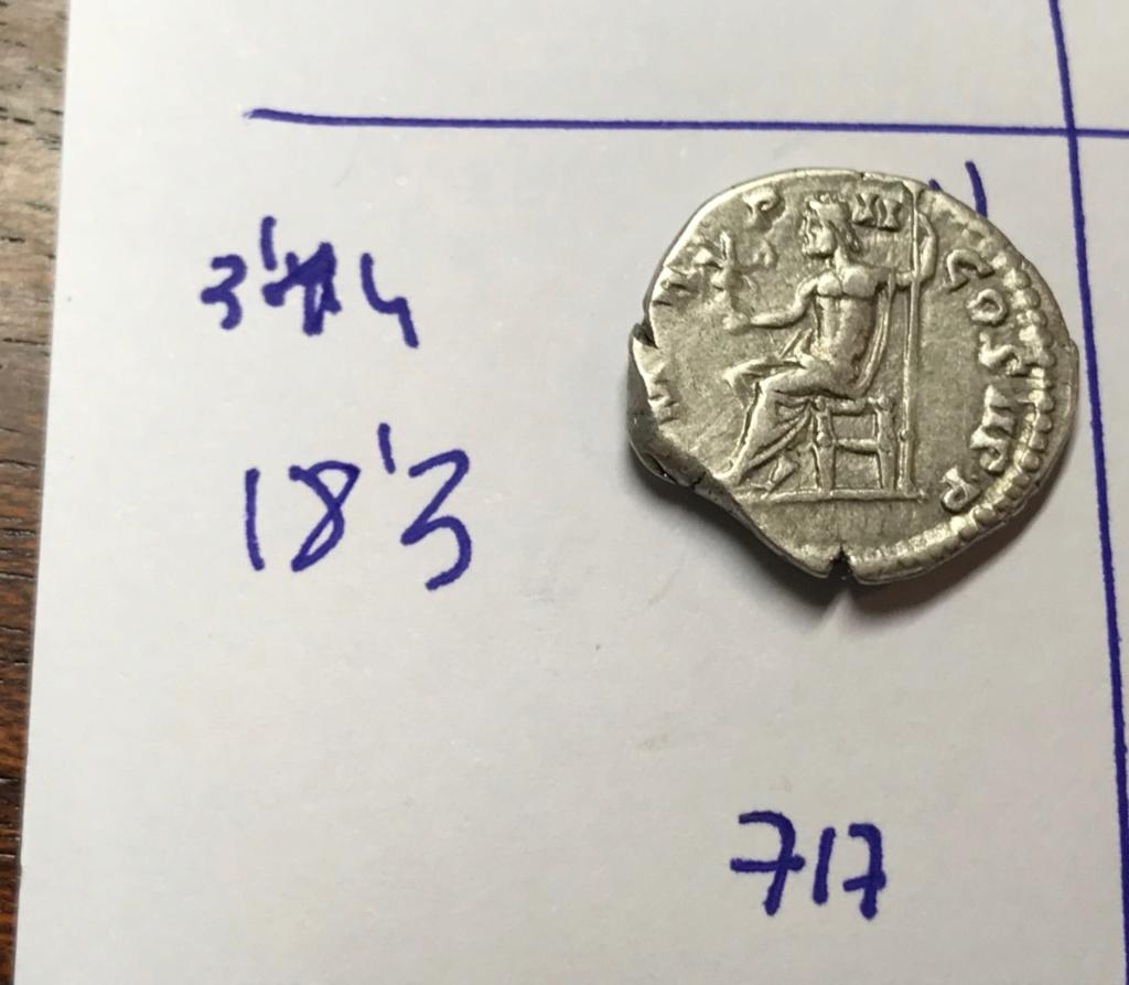 Denario de Septimio Severo. P M TR P II COS II P P. Júpiter sedente a izq. Laodicea ad mare. Img_8212