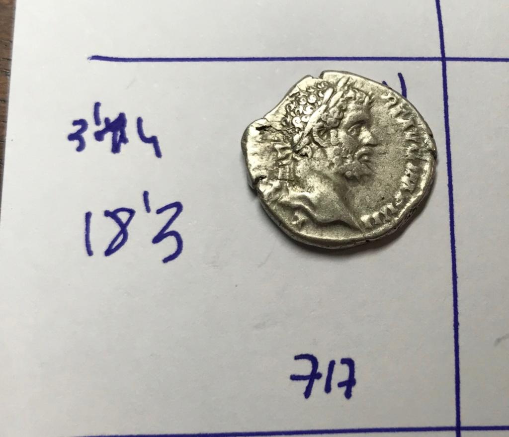 Denario de Septimio Severo. P M TR P II COS II P P. Júpiter sedente a izq. Laodicea ad mare. Img_8213