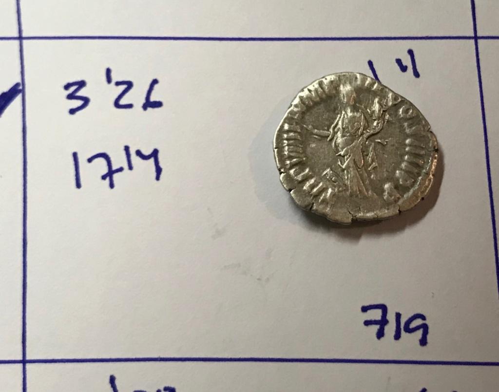 Denario de Cómodo. TR P VIIII IMP VI COS IIII P P. Pax estante a izq. Roma. Img_8214