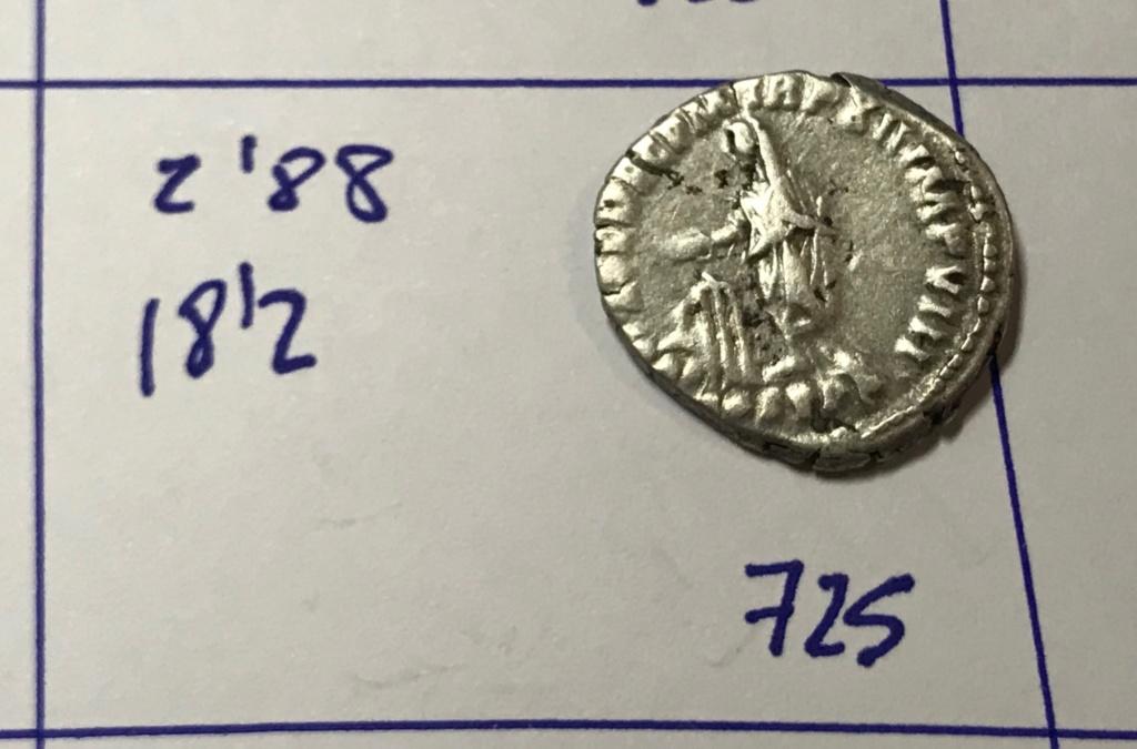 Denario de Cómodo. VOT SOL DEC P M TR P XII IMP VIII, en el exergo COS V P P. Cómodo estante a izq. Roma. Img_8216