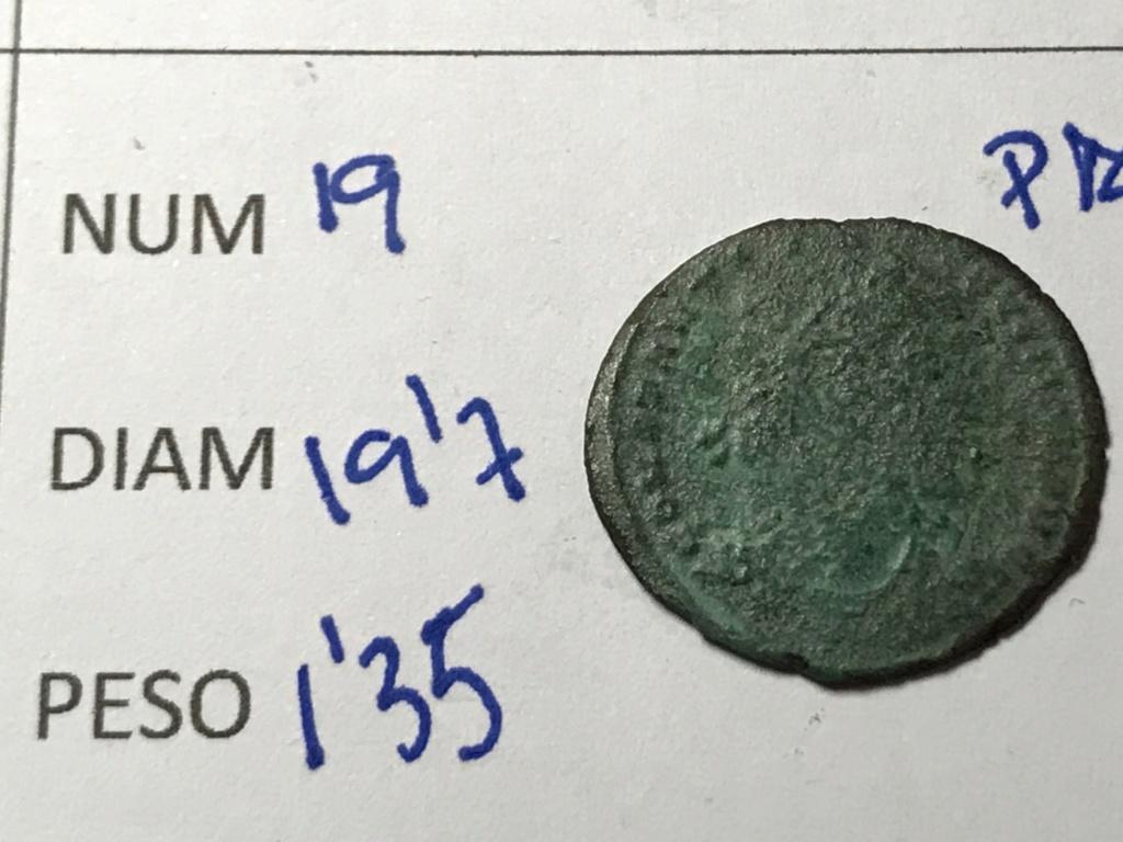 AE3 de Constantino I. CONSTANTINIANA DAFNE. Victoria sedente a izq. Constantinopla. Img_8713
