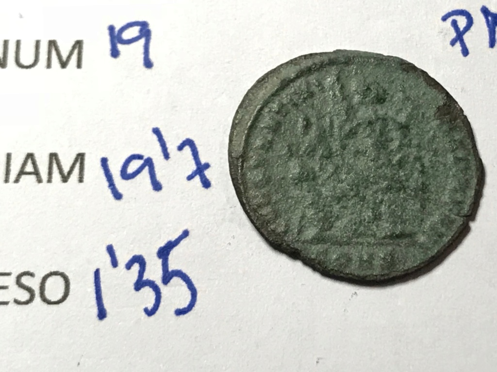 AE3 de Constantino I. CONSTANTINIANA DAFNE. Victoria sedente a izq. Constantinopla. Img_8714