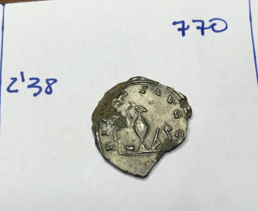 Antoniniano de Valeriano II. PIETAS AVGG. Objetos de sacrificio. Roma Img_8716