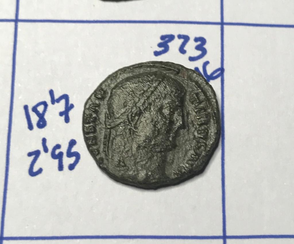 AE3 de Constantino I. PROVIDEN-TIAE AVGG. Puerta de campamento de dos torres. Tesalónica. Img_8832