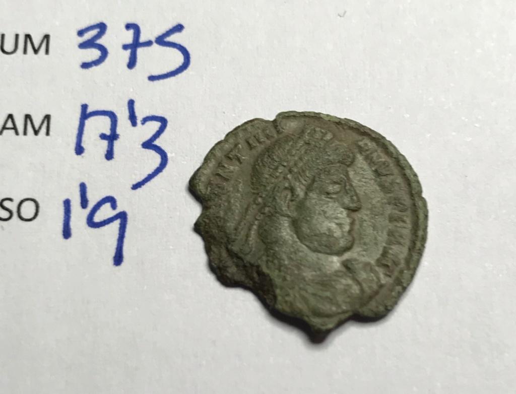 AE3 de Valentiniano I. SECVRITAS - REIPVBLICAE. Victoria avanzado a izq. Siscia. Img_8919