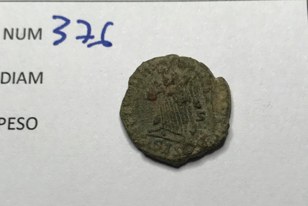 AE3 de Valentiniano I. SECVRITAS - REIPVBLICAE. Victoria avanzado a izq. Siscia. Img_8920
