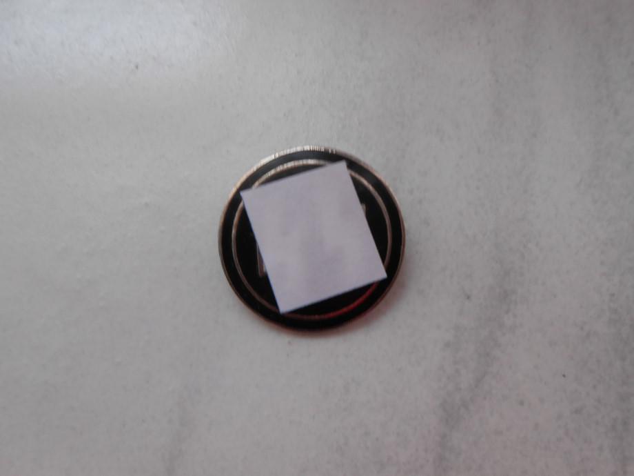 Badge et broche à authentifier  43f8ea10