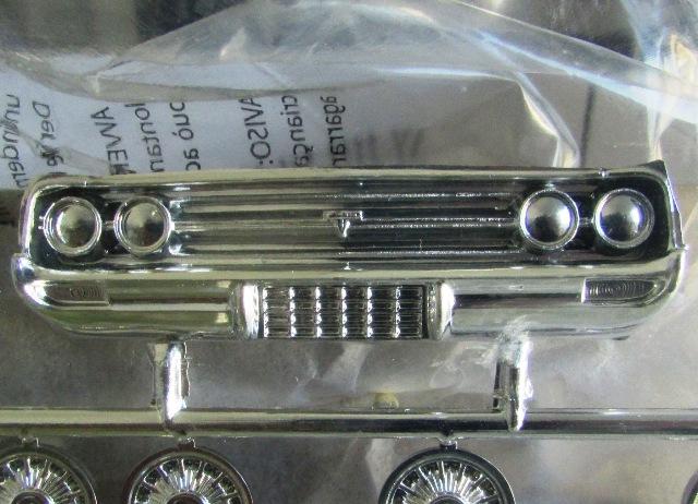 1964 Oldsmobile F85 Cutlass décapotalbe de AMT!  01545