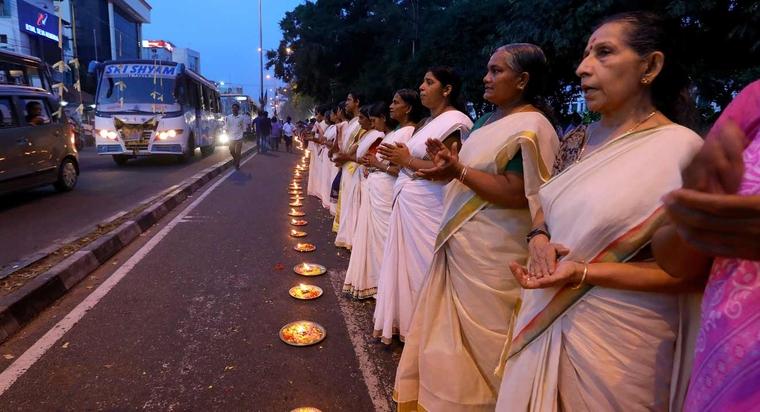 En Inde, des millions de femmes créent un mur pour protester contre le « menstruation ban » Vf_ker10