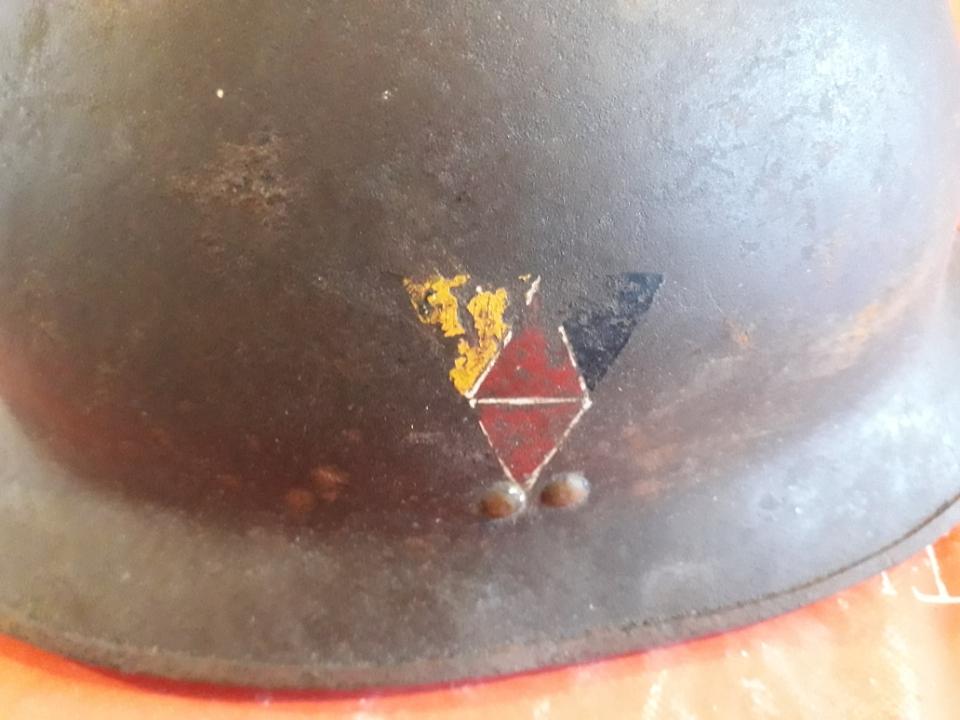 insigne sur casque adrian 15996312